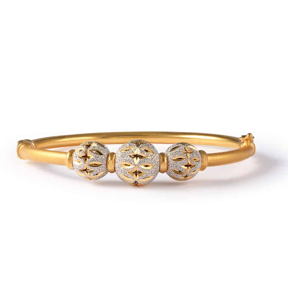 30796 - 22ct Gold Sparkle Bangle Bracelet