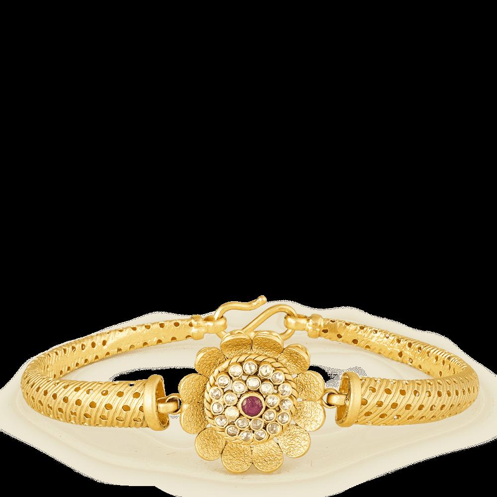 26868 - 22ct Gold Large Flower Bangle Bracelet