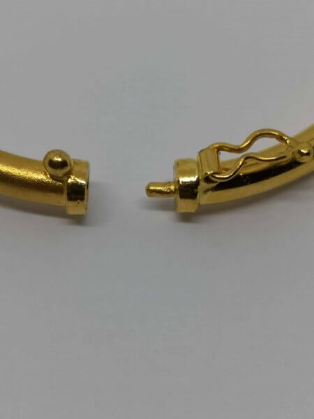 27439 - 22ct Gold Sparkle Bangle Bracelet