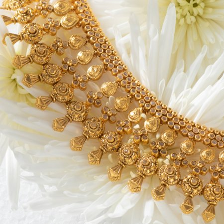 22ct Gold Bridal Necklace with Polki StonesWt. 80.90gAll prices include VAT22ct GoldHallmarked by London Assay OfficeAll Sets Comes With Presentation BoxDelivery IncludedLive chat with us for availability and more images of similar designs currently in stock