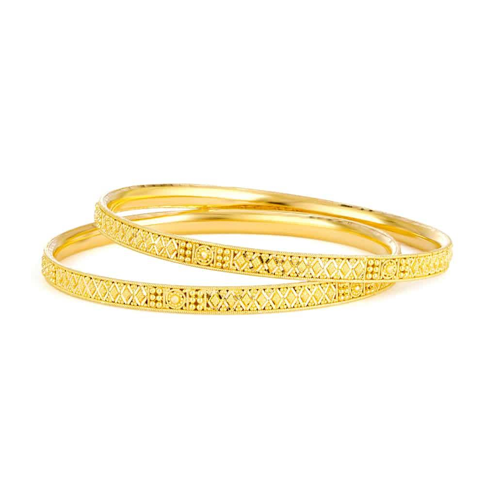 Pair (two bangles) of 22ct gold daily or occasional wear bangles –(If you want one bangle please enquire on chat – the price shown here is for two bangles)Bangle 1. Wt. 12.9 gBangle 2. Wt. 13 gSize. 2.8Total Wt. 25.9 gSku 32336,3233722 carat Gold Jewellry Hallmarked by London Assay OfficeComes With Presentation BoxDelivery IncludedAll prices include VATLive chat with us for availability and more images of similar 22ct Yellow Gold Ladies Bangle designs currently in stock